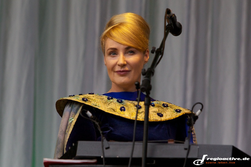 Lisa Gerrard von Dead Can Dance in Hamburg: würdevoll, unnahbar.